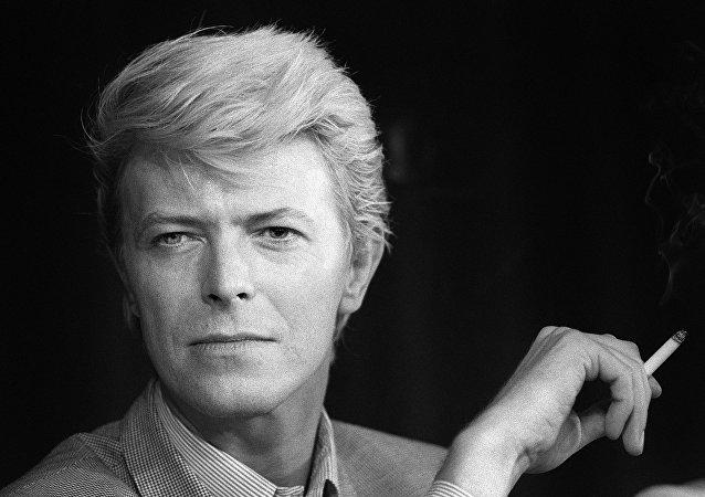 David Bowie durante uma conferência de imprensa no Festival de Cannes, 13 de maio de 1983