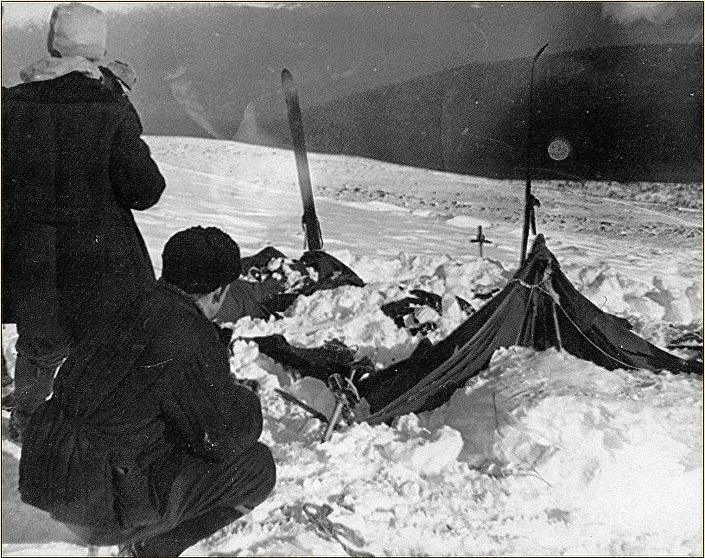 Tenda encontrada pela equipe de resgate em 26 de fevereiro de 1959