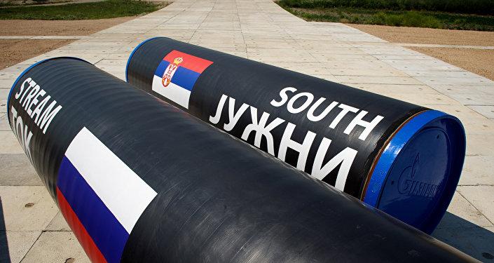 Partes do South Stream (Corrente do Sul) no local onde foi iniciada a construção do gasoduto, Sérvia, 11 de julho de 2014