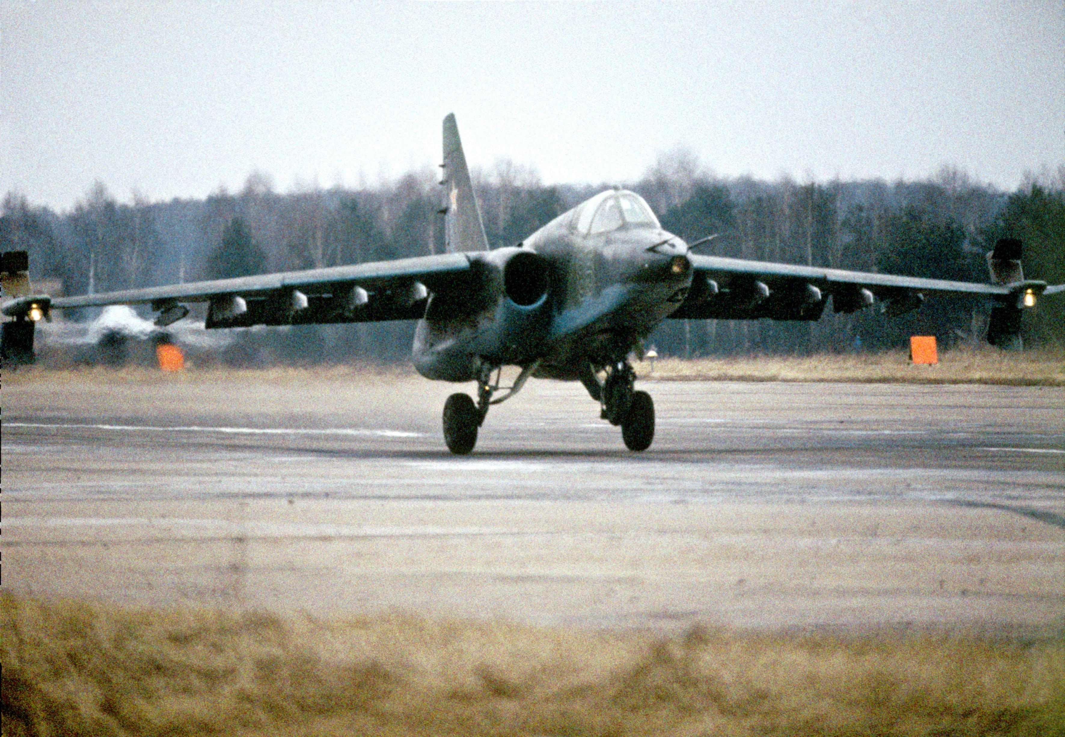 Su-25 é chamado de 'Gralha' (Grach)