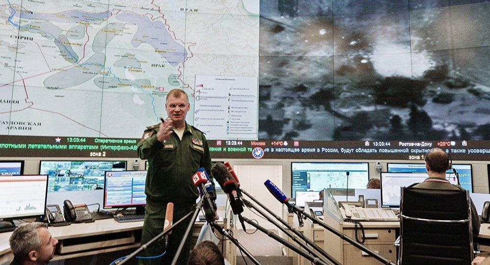 Igor Konashenkov durante um briefing em dezembro de 2015
