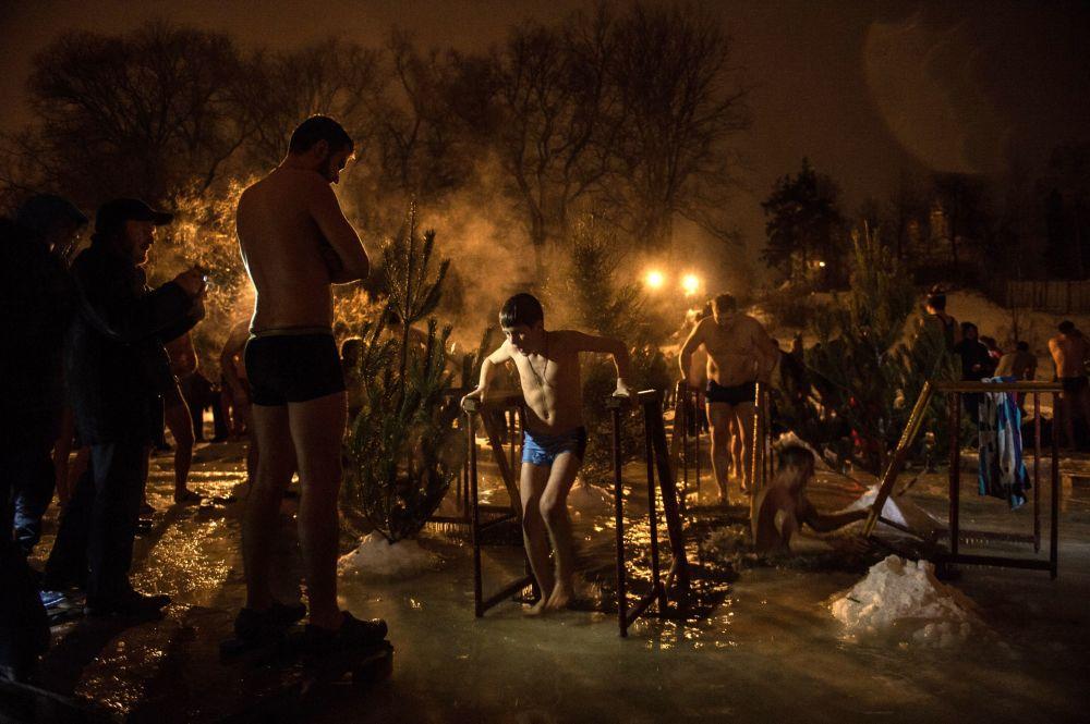 Mergulhos de batismo na região de Moscou