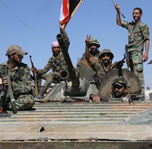 Soldados do Exército sírio na cidade de Atshan, libertada dos terroristas com apoio da aviação russa. Província de Homs, Síria, 13 de outubro de 2015