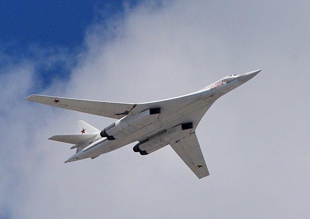 Um bombardeiro estratégico Tu-160 da Força Aeroespacial russa (foto de arquivo)