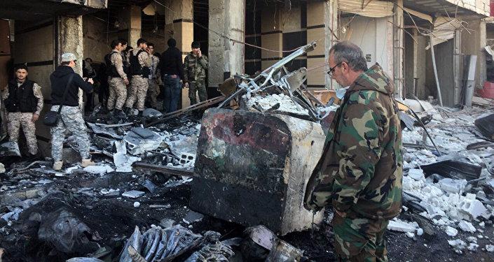 Cenário de destruição após ataque terrorista no distrito xiita de Sayyidah Zaynab, em Damasco (arquivo)