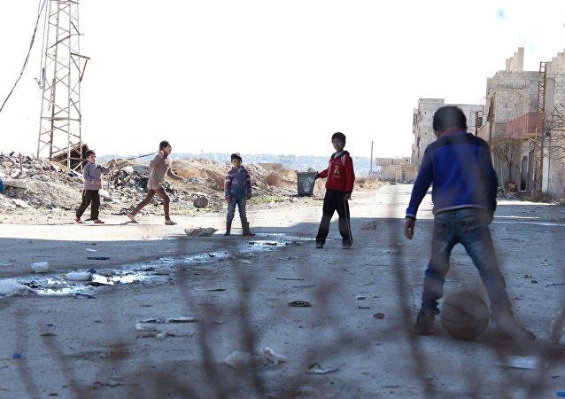 Crianças sírias em um subúrbio de Damasco