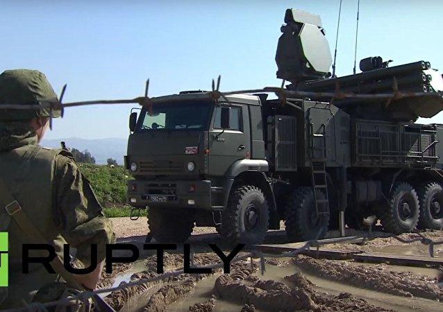 Sistemas Pantsir-S2 e S-400 Triumf das Forças Armadas Russas na Síria