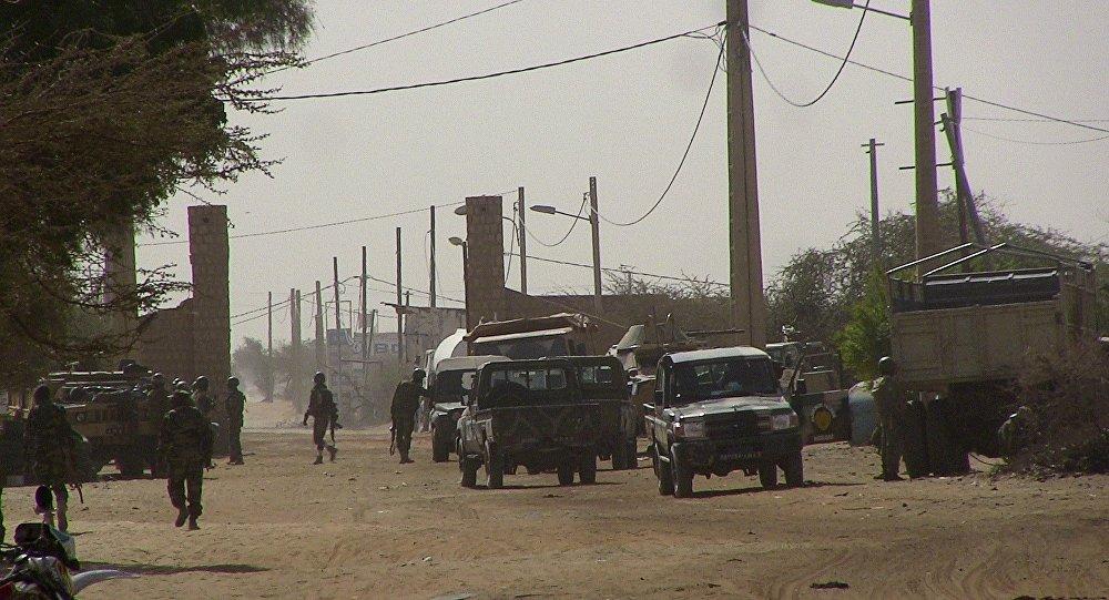 Soldados do Mali em ponto de controle de Timbuktu, em 5 de fevereiro de 2016