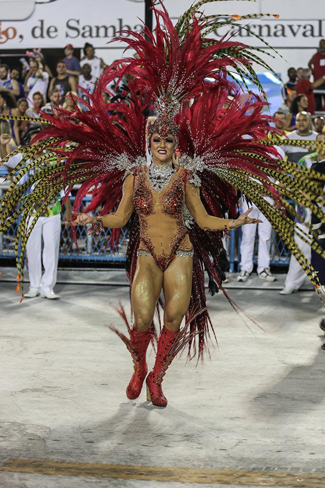 Destaque da Caprichosos de Pilares, da Série A do Carnaval Carioca, na Marquês de Sapucaí, em 6 de fevereiro de 2016