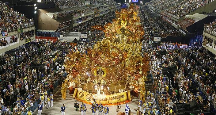 Desfile da Beija-Flor de Nilópolis, no sábado (6), no Sambódromo do Rio de Janeiro