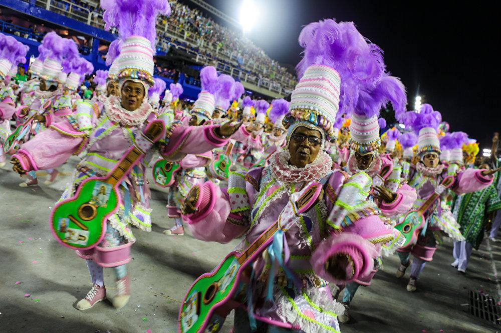 Mangueira, grande campeã do Carnaval 2016 no Rio de Janeiro