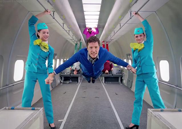 Companhia aérea russa realiza clipe da banda OK Go em gravidade zero
