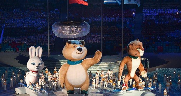 Talismãs da Olimpíada na cerimônia de encerramento dos Jogos Olímpicos em Sochi, Rússia, 23 de fevereiro de 2014