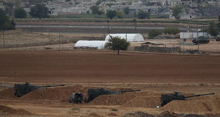 Artilharia turca perto da fronteira com a Síria durante confrontos entre curdos e Daesh na área de Kobane, outubro 2014