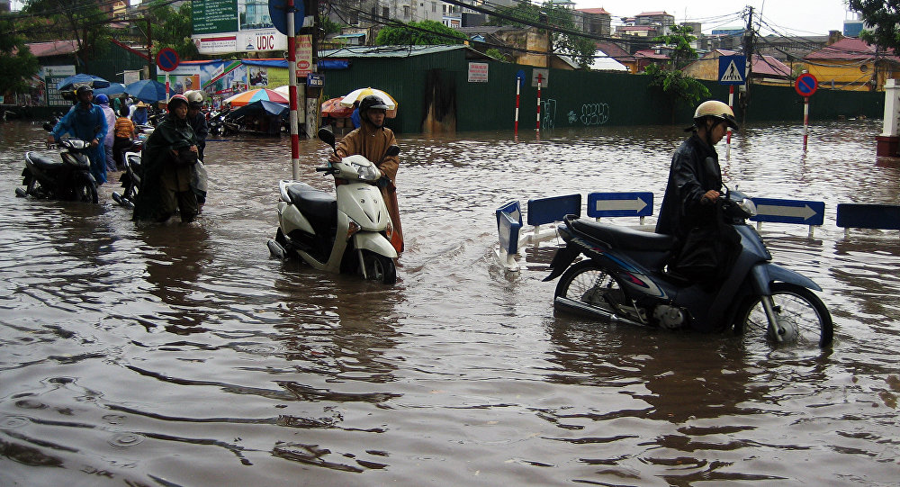Rua inundada no centro de Hanói, arquivo de 2010