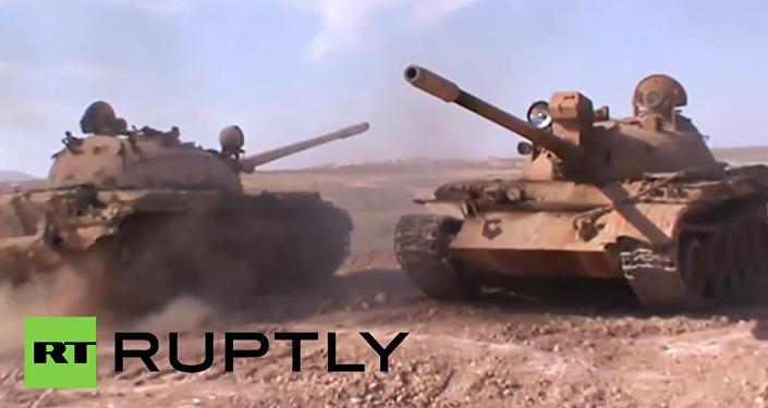 Armas e fumo: exército sírio avança na província de Raqqa