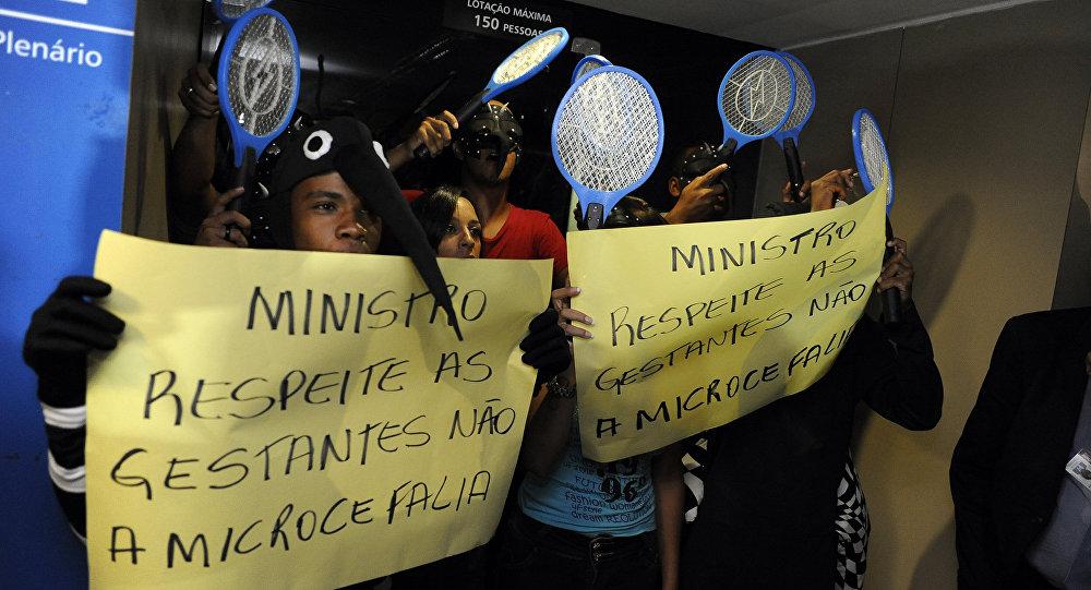 Manifestantes protestam nos corredores das comissões da Câmara dos Deputados