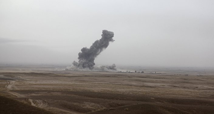 Fumaça após ataques aéreos da coalizão liderada pelos EUA contra militantes do Daesh em Kirkuk