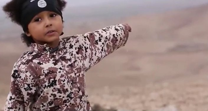 Jihadista Júnior no vídeo mais recente do Daesh