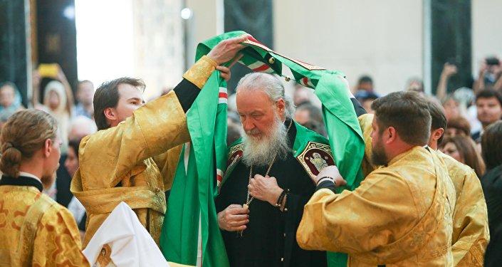 O Patriarca Kirill celebra a Santa Missa na Catedral Metropolitana Ortodoxa