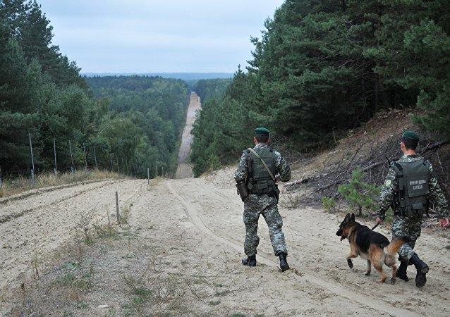 Posto de controle Rava-Ruska na fronteira entre a Ucrânia e Polônia