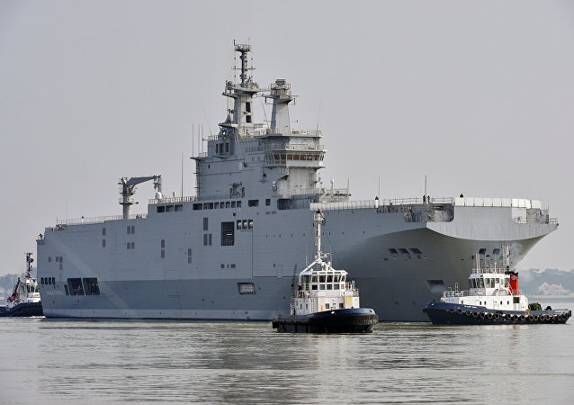 Porta-helicópteros Sevastopol do tipo Mistral, Saint-Nazaire, França, 16 de março de 2015