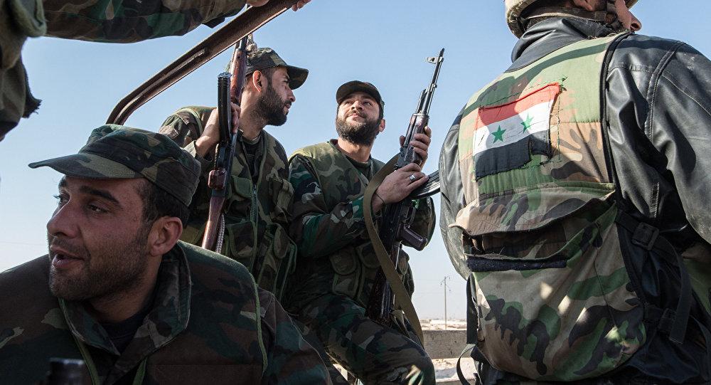 Soldados do Exército sírio realizam ações militares contra terroristas nos arredores da cidade de Mhin, Síria, 20 de fevereiro de 2016
