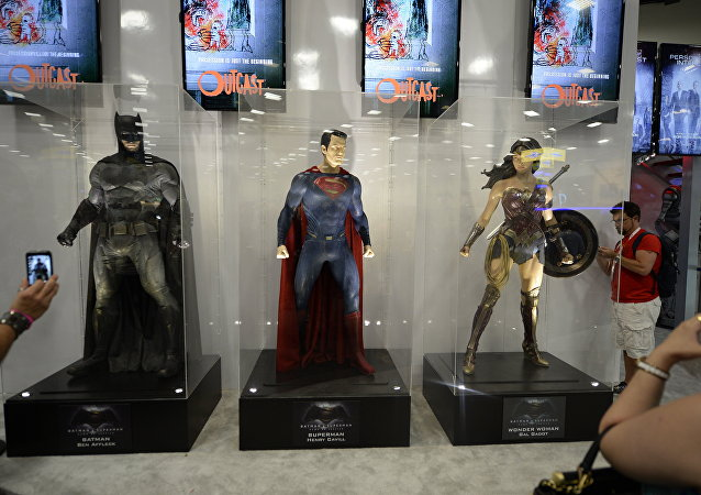 Costumes de herois do filme Batman vs Superman: A Origem da Justiça exibidas no âmbito de Comic Con International 2015