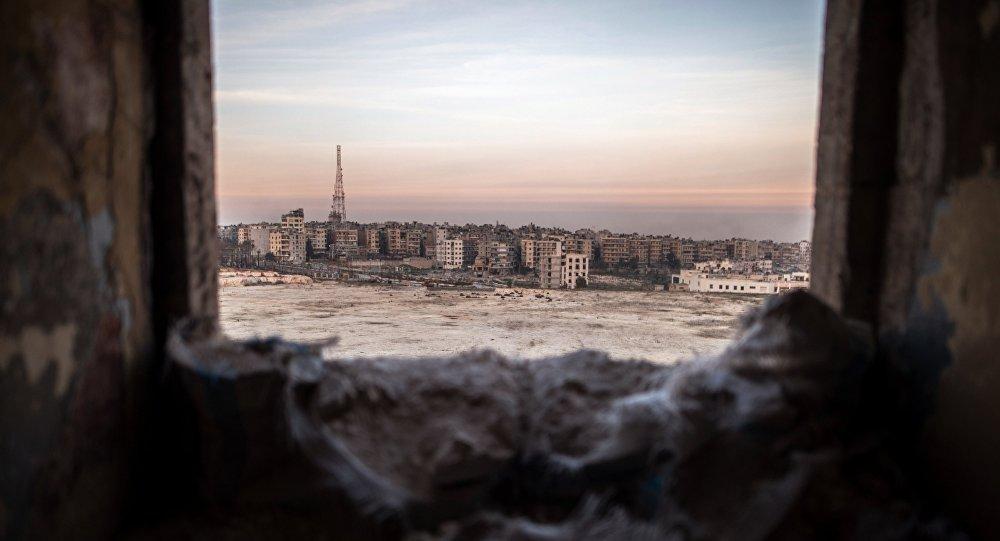 Cidade de Aleppo vista de um prédio arruinado