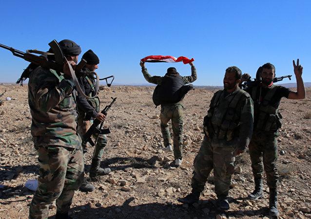 Soldados do Exército sírio na província de Homs, Síria