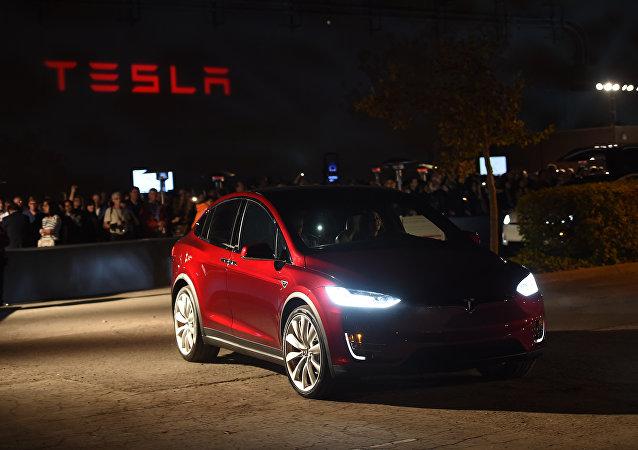 Tesla Model X (imagem referencial)