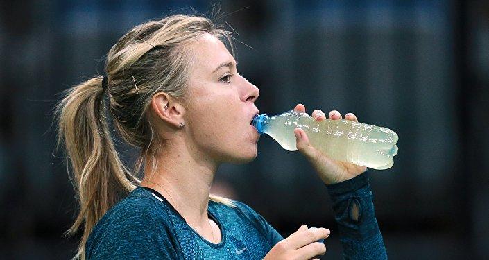 Maria Sharapova durante preparação para Copa da Federação 2015