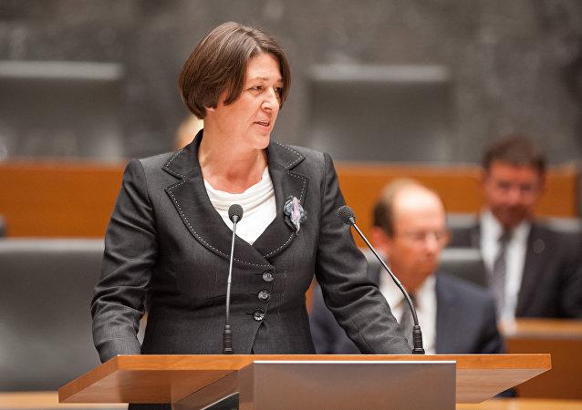 Violeta Bulc, comissária dos Transportes da Comissão Europeia