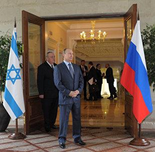 Presidente russo Vladimir Putin antes da reunião com o primeiro-ministro de Israel Bejamin Netanyahu na sua residência em Sochi, Rússia, maio de 2013