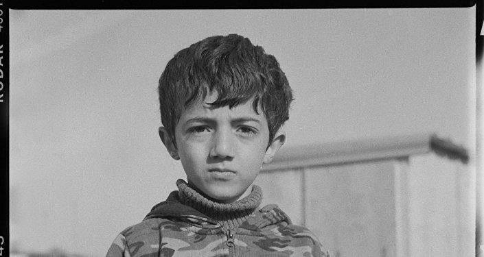 Pequeno refugiado no Linière, Grande-Synthe, França