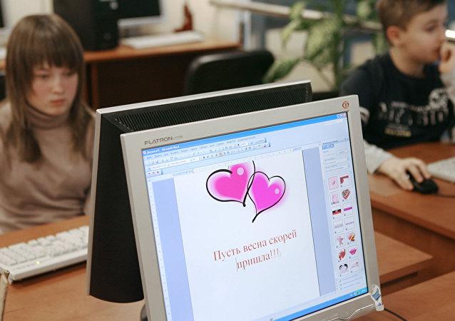 Durante uma aula de informática em uma escola de Kaliningrado, Rússia