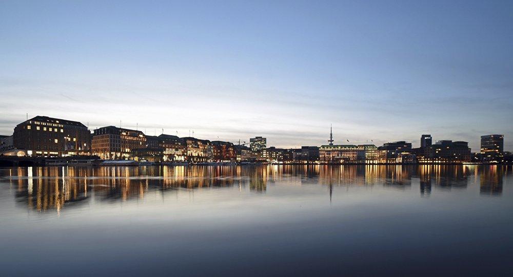 Lago Alster no centro de Hamburgo, Alemanha. REUTERS/Fabian Bimmer