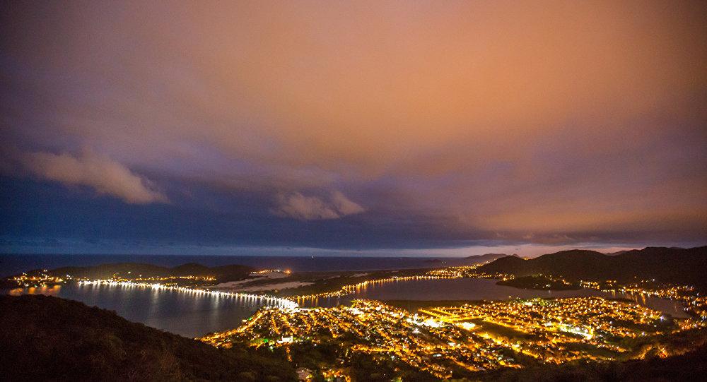 Vista noturna da cidade de Florianópolis-SC