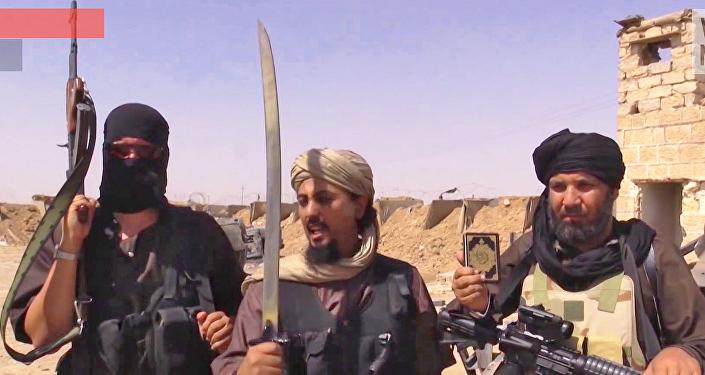 Militantes do Daesh na fronteira entre a Síria e o Iraque