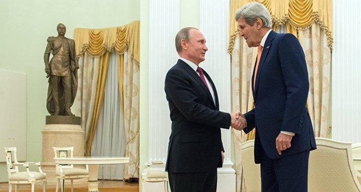 Presidente russo Vladimir Putin durante o encontro com o secretário de Estado norte-americano John Kerry, Kremlin, Moscou, Rússia. 24 de março de 2016