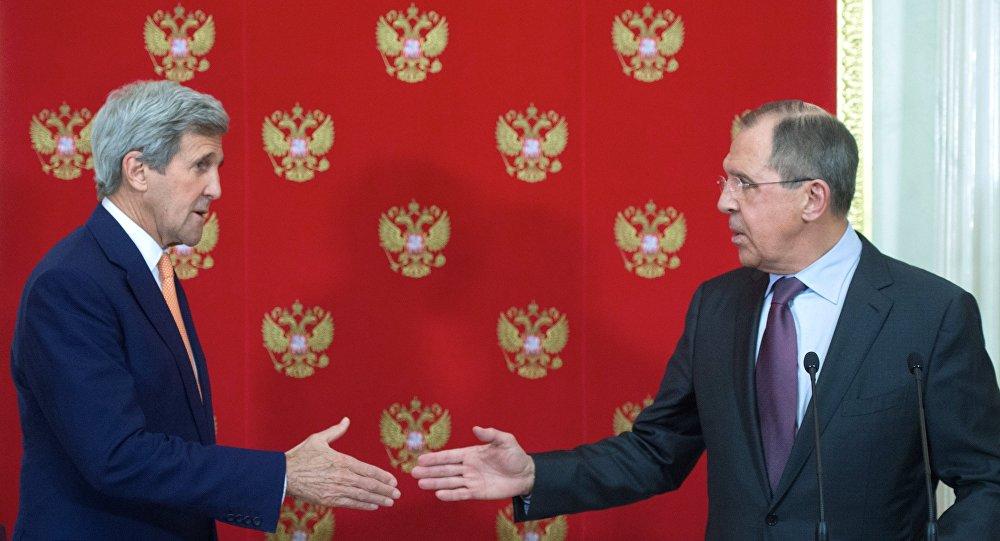 Entrevista coletiva conjunta do secretário de Estado norte-americano John Kerry e o ministro das Relações Exteriores russo Sergei Lavrov, Kremlin, Moscou, Rússia, 25 de março de 2016