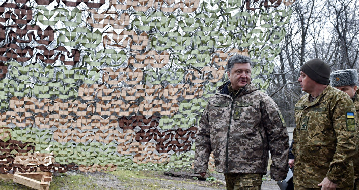 Presidente ucraniano Pyotr Poroshenko durante a sua visita à região de Donetsk, Ucrânia, 28 de março de 2016