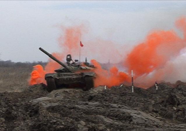 Tanques russos destroem alvos no Biatlo de tanques