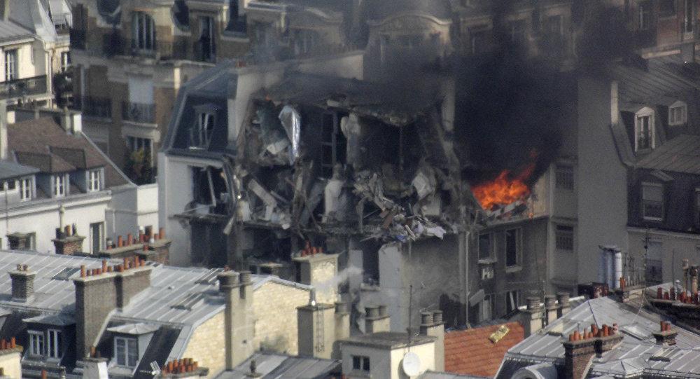 Explosão em prédio residencial provoca pânico em Paris