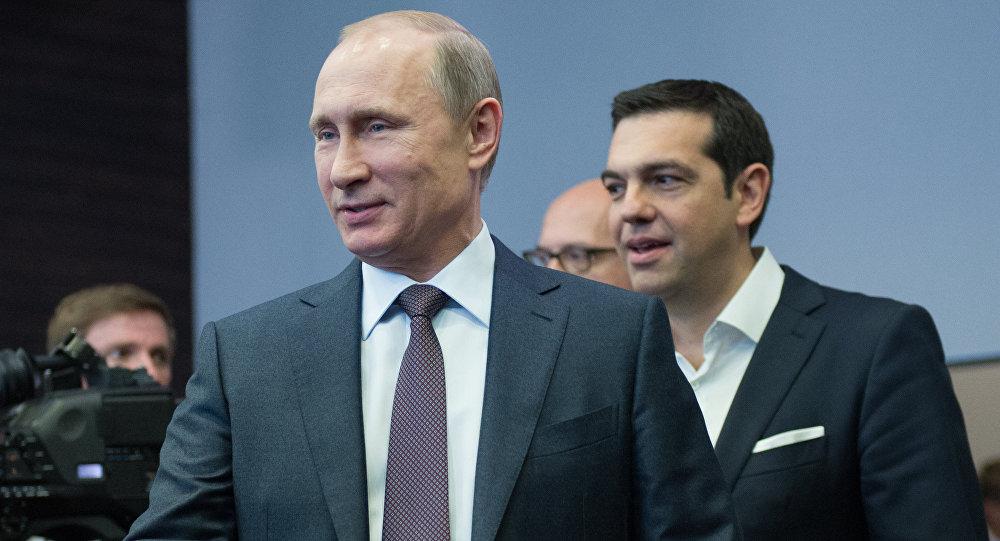 O presidente russo Vladimir Putin e o primeiro-ministro grego Alexis Tsipras durante o encontro em São Petesburgo, Rússia, junho de 2015