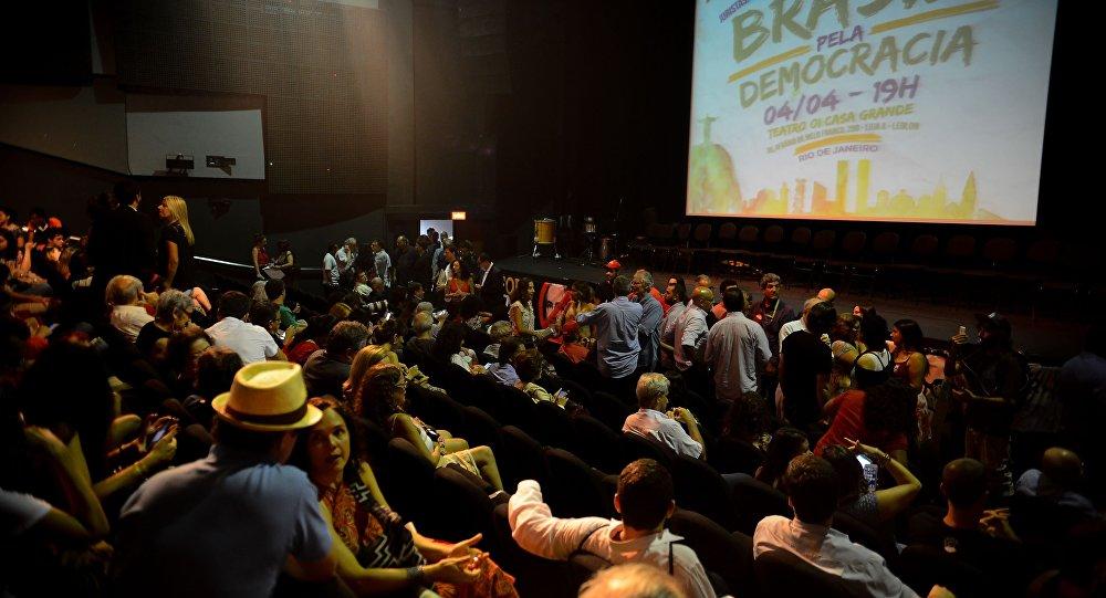 Ato contra o impeachment: Brasil Pela Democracia