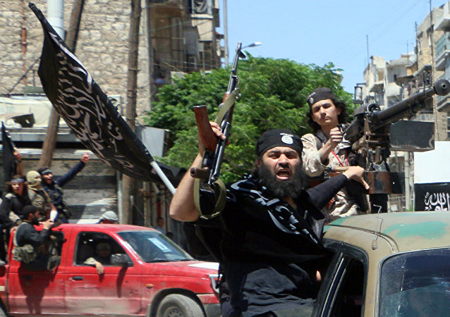 Jihadistas de Frente al-Nusra affiliada a Al-Qaeda entram na cidade de Aleppo no norte da Síria
