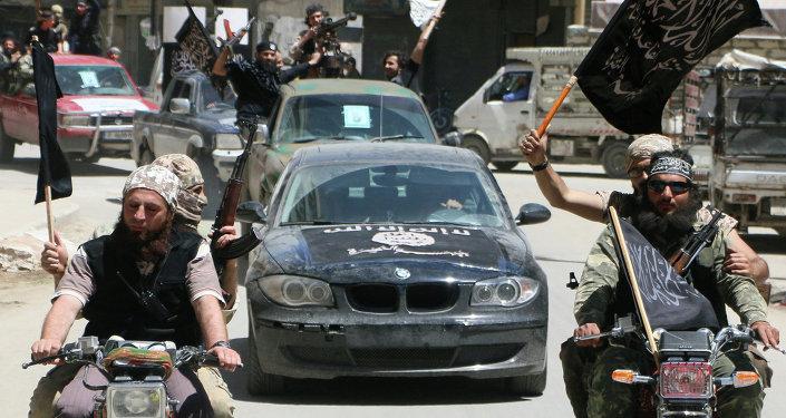 Jihadistas da Frente al-Nusra durante entrada na cidade de Aleppo