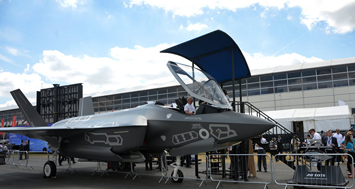 Caça F-35 Lightning II no show aéreo Farnborough-2014