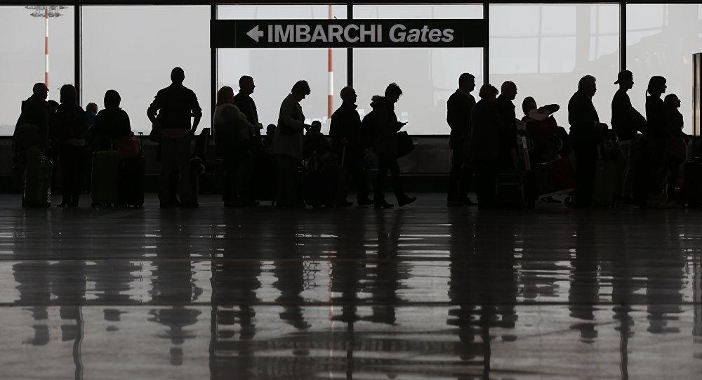 Passageiros no Aeroporto Malpensa, em Milão